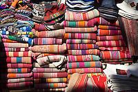 TEJIDOS ARTESANALES MULTICOLORES Y OTRAS ARTESANIAS, PURMAMARCA, QUEBRADA DE HUMAHUACA, PROVINCIA DE JUJUY, ARGENTINA (PHOTO © MARCO GUOLI - ALL RIGHTS RESERVED)
