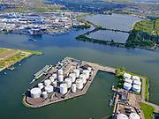 Nederland, Noord-Holland, Amsterdam, 07-05-2021; zicht op IJ en Noordzeekanaal, Petroleumhaven. Noorder IJplas.<br /> View of the IJ and the North Sea Canal, Petroleumhaven. Noorder IJplas.<br /> <br /> luchtfoto (toeslag op standaard tarieven);<br /> aerial photo (additional fee required)<br /> copyright © 2021 foto/photo Siebe Swart.