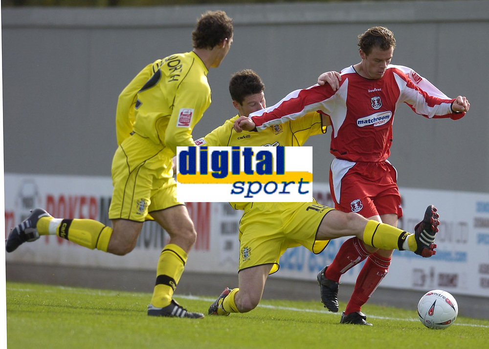 Fotball<br /> Foto: SBI/Digitalsport<br /> NORWAY ONLY<br /> <br /> Leyton Orient v Bury<br /> Coca-Cola League Two<br /> 09/10/2004<br /> <br /> Matthew Lockwood attacks down the wing for Orient.