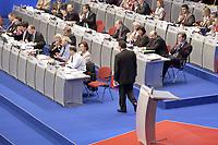 18 NOV 2003, BOCHUM/GERMANY:<br /> Gerhard Schroeder, SPD, Bundeskanzler, nach seiner Rede auf dem Weg zurueck zu seinem Platz, SPD Bundesparteitag, Ruhr-Congress-Zentrum<br /> IMAGE: 20031119-01-060<br /> KEYWORDS: Gerhard Schröder, Parteitag, party congress, SPD-Bundesparteitag,  Ruecken