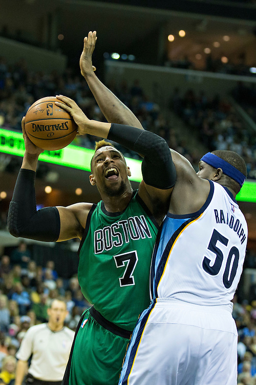 MEMPHIS, TN - JANUARY 10:  Jared Sullinger #7 of the Boston Celtics tries to go up for a shot against Zach Randolph #50 of the Memphis Grizzles at the FedExForum on January 10, 2016 in Memphis, Tennessee.  The Grizzlies defeated the Celtics 101-98.  NOTE TO USER: User expressly acknowledges and agrees that, by downloading and or using this photograph, User is consenting to the terms and conditions of the Getty Images License Agreement.  (Photo by Wesley Hitt/Getty Images) *** Local Caption *** Jared Sullinger; Zach Randolph