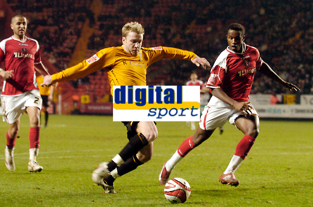 Photo: Leigh Quinnell/Sportsbeat Images.<br /> Charlton Athletic v Hull City. Coca Cola Championship. 22/12/2007. Hulls Stephen McPhee has a late shot on goal.