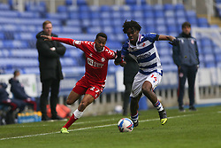 Opi Edwards of Bristol City and Ovie Ejaria of Reading tussle for the ball - Mandatory by-line: Arron Gent/JMP - 28/11/2020 - FOOTBALL - Madejski Stadium - Reading, England - Reading v Bristol City - Sky Bet Championship
