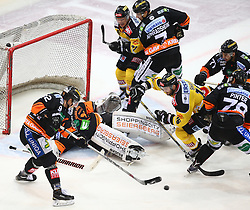 01.01.2016, Albert Schultz Eishalle, Wien, AUT, EBEL, UPC Vienna Capitals vs Moser Medical Graz 99ers, 38. Runde, im Bild Clemens Unterweger (Moser Medical Graz 99ers), Thomas Hoeneckl (Moser Medical Graz 99ers), Simon Gamache (UPC Vienna Capitals), Corin Konradsheim (Moser Medical Graz 99ers), MacGregor Sharp (UPC Vienna Capitals), Philip Joseph De Simone (Moser Medical Graz 99ers) und Philipp Pinter (Moser Medical Graz 99ers) // during the Erste Bank Icehockey League 38th Round match between UPC Vienna Capitals and Moser Medical Graz 99ers at the Albert Schultz Ice Arena, Vienna, Austria on 2016/01/01. EXPA Pictures © 2016, PhotoCredit: EXPA/ Thomas Haumer