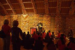 Réplicas de antigas moradias dos primeiros habitantes são uma atração a parte no Auckland War Memorial. O local também serve de aprendizado para crianças, que conhecem um pouco mais sobre seus antepassados. FOTO: Lucas Uebe/Preview.com