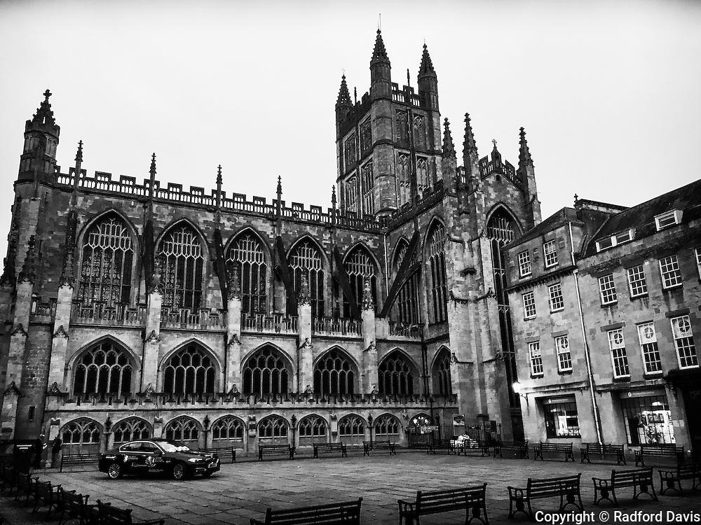 Black and white of Bath abbey, Bath, England