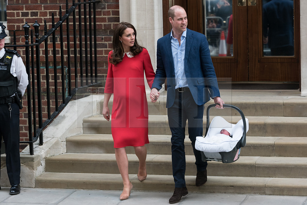 © Licensed to London News Pictures. 23/04/2018.  London, United Kingdom - 23 Apr 2018. The DUCHESS OF CAMBRIDGE and DUKE OF CAMBRIDGE with their third child at the Lindo Wing of St Mary's Hospital. London, UK. Photo credit: Ray Tang/LNP