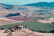 Italie, Toscane, 25-8 2001Landschap met  huis, boerderij. Milieu, klimaatverandering, landbouw, velden.Landscape with house, farm. Environment, climate change, agriculture, fields.Foto: Flip Franssen