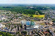 Nederland, Gelderland, Arnhem, 29-05-2019; overzicht Arnhem naar Sonsbeek en Klarenbeek, Veluwezoom.  Onder in beeld Arnhem centraal, Station Arnhem. Het nieuwe stationsgebouw (architect UNStudio, Ben van Berkel), inclusief nieuwe perron overkappingen. Naast de OV terminal met busstation, twee kantoorgebouwen, de Parktoren van ATOS en WTC Arnhem Nijmegen.<br /> The new Arnhem Central Station and surroundings.<br /> <br /> luchtfoto (toeslag op standard tarieven);<br /> aerial photo (additional fee required);<br /> copyright foto/photo Siebe Swart
