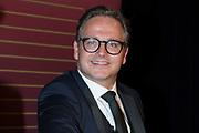 Guus Meeuwis onthult zijn eigen wassenbeeld bij Madame Tussauds.