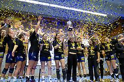11.05.2013, BSFZ Suedstadt, Maria Enzersdorf, AUT, EHF, Cup der Cupsieger, Damen, Finale, Hypo Niederoesterreich vs Issy Paris Hand, im Bild die Spieler von Hypo Niederoesterreich// during the Final match of the EHF Women's Cup Winners' Cup between Hypo Niederoesterreich and Issy Paris Hand at the BSFZ Suedstadt, Maria Enzersdorf, Austria on 2013/11/05. EXPA Pictures © 2013, PhotoCredit: EXPA/ Sebastian Pucher