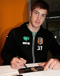 23.09.2010, AUT, EBEL, Autogrammstunde, Graz 99ers, im Bild Fabian Weinhandl,  EXPA Pictures © 2010, PhotoCredit: EXPA/ Erwin Scheriau