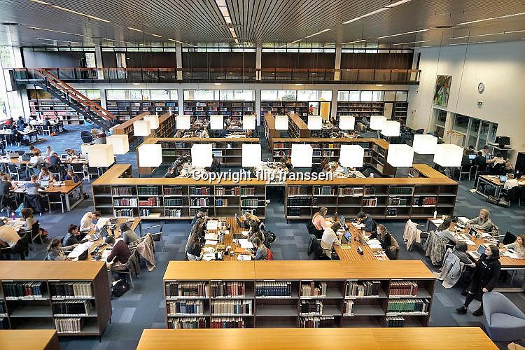 Nederland, Nijmegen, 23-10-2017Studenten in de bibliotheken van de Radboud Universiteit. Hier in de leeszaal, studiezaal, van de universiteitsbibliotheek. ub.Foto: Flip Franssen
