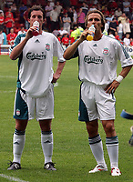 Photo: Paul Thomas.<br /> Crewe Alexandra v Liverpool. Pre Season Friendly. 22/07/2006.<br /> <br /> Robbie Fowler and Boudewijn Zenden (R) of Liverpool have a drink at half time.