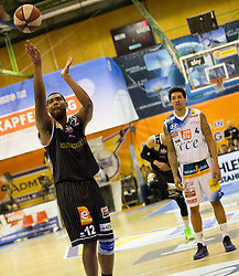 17.05.2015, Walfersamhalle, Kapfenberg, AUT, ABL, ece Bulls Kapfenberg vs magnofit Guessing Knights, 3. Semifinale, im Bild Marcus Heard (Guessing) La'Shard Anderson (Kapfenberg) // during the Austrian Basketball League, 3th semifinal, between ece Bulls Kapfenberg and magnofit Guessing Knights at the Sportscenter Walfersam, Kapfenberg, Austria o00000n 2015/05/17, EXPA Pictures © 2015, PhotoCredit: EXPA/ Dominik Angerer