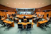 03 JUN 2020, BERLIN/GERMANY:<br /> Uebersicht Internationaler Konferenzsaal vor Beginn einer Kabinettsitzung, die zur Umsatzung der Abstandsregeln im Internationalen Konferenzsaal stattfinden, Bundeskanzleramt<br /> IMAGE: 20200503-01-014<br /> KEYWORDS: Übersicht, Kabinett, Sitzung, Saal, Corvid-19, Corona
