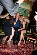 ELIZABETH SALTZMAN; MARIO TESTINO; KATE MOSS,  Dinner hosted by Elizabeth Saltzman for Mario Testino and Kate Moss. Mark's Club. London. 5 June 2010. -DO NOT ARCHIVE-© Copyright Photograph by Dafydd Jones. 248 Clapham Rd. London SW9 0PZ. Tel 0207 820 0771. www.dafjones.com.