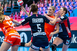Kelly Dulfer of Netherlands, Kari Brattset Dale of Norway in action during the Women's EHF Euro 2020 match between Netherlands and Norway at Sydbank Arena on december 10, 2020 in Kolding, Denmark (Photo by RHF Agency/Ronald Hoogendoorn)