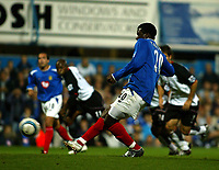 Fotball<br /> England<br /> Foto: SBI/Digitalsport<br /> NORWAY ONLY<br /> <br /> Portsmouth v Fulham<br /> <br /> Barclays Premiership. 30/08/2004<br /> <br /> Aiyegbeni Yakubu of Portsmouth scores the second 2-0 to Portsmouth