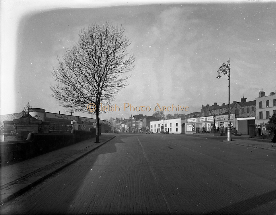 03/12/1952<br /> 12/03/1952<br /> 12 December 1952<br /> View of Parkgate Street, Dublin with Kingsbridge (Sean Heuston Bridge) on left. Image for Maurice L. Clifford Solicitors for accident case.