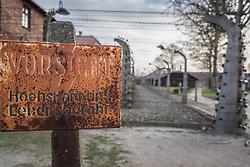 """THEMENBILD - Das Stammlager Auschwitz I gehörte neben dem Vernichtungslager KZ Auschwitz II–Birkenau und dem KZ Auschwitz III–Monowitz zum Lagerkomplex Auschwitz und war eines der größten deutschen Konzentrationslager. Es befand sich zwischen Mai 1940 und Januar 1945 nach der Besetzung Polens im annektierten polnischen Gebiet des nun deutsch benannten Landkreises Bielitz am südwestlichen Rand der ebenfalls umbenannten Kleinstadt Auschwitz (polnisch Oświęcim). Teile des Lagers sind heute staatliches polnisches Museum bzw. Gedenkstätte. Im Bild ein Schild auf dem """"Vorsicht Hochspannung Lebensgefahr"""" geschrieben steht, aufgenommen am 11.04.2018, Oswiecim, Polen // Auschwitz concentration camp was a network of concentration and extermination camps built and operated by Nazi Germany in occupied Poland during World War II. It consisted of Auschwitz I (the original concentration camp), Auschwitz II–Birkenau (a combination concentration/extermination camp), Auschwitz III–Monowitz (a labor camp to staff an IG Farben factory), and 45 satellite camps. Concentration camp Auschwitz I, Oswiecim, Poland on 2018/04/11. EXPA Pictures © 2018, PhotoCredit: EXPA/ Florian Schroetter"""