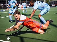 BREDA - Bob de Voogd (Ned) gaat onderuit tegen Sunil Sowmarpet (Ind.) tijdens Nederland- India bij  de Hockey Champions Trophy.  COPYRIGHT KOEN SUYK