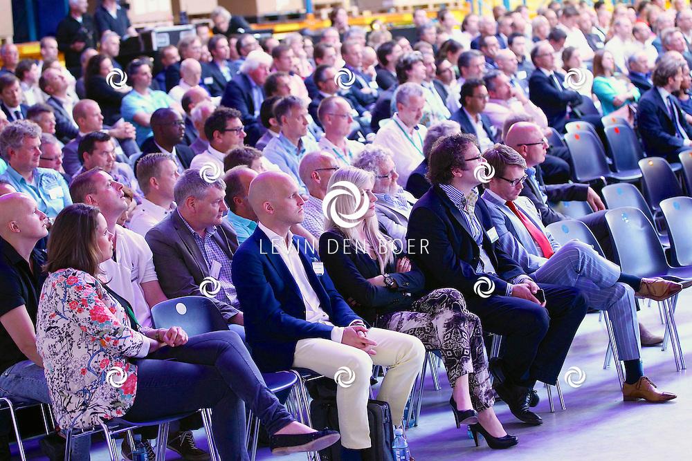 ZALTBOMMEL - De 'Grand Opening EDC Zaltbommel' in het Hitachi Centre. Met op de foto gasten in de zaal. FOTO LEVIN DEN BOER - PERSFOTO.NU