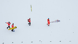 05.02.2017, Heini Klopfer Skiflugschanze, Oberstdorf, GER, FIS Weltcup Ski Sprung, Oberstdorf, Skifliegen, im Bild Gregor Schlierenzauer (AUT) liegt nach seinem Sturz verletzt am Boden // Gregor Schlierenzaue of Austria during mens FIS Ski Flying World Cup at the Heini Klopfer Skiflugschanze in Oberstdorf, Germany on 2017/02/05. EXPA Pictures © 2017, PhotoCredit: EXPA/ Peter Rinderer