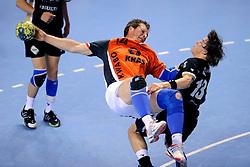 21-05-2009 HANDBAL: FIQUAS AALSMEER - KRAS VOLENDAM: ALMERE<br /> Volendam wint de bekerfinale in de verlenging met 32-29 van Aalsmeer / Jan Bond en Luuk Obbens<br /> ©2009-WWW.FOTOHOOGENDOORN.NL