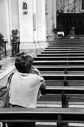Lecce -  Chiesa del Gesù o del Buon Consiglio - Donna in preghiera.