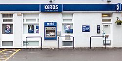 THEMENBILD - Aussenansicht einer Filiale der Royal Bank of Scotland mit Bankomaten und Logo, St. Fillans, Schottland, aufgenommen am 14.06.2015 // Exterior view of a branch Office of the Royal Bank of Scotland with a ATM and the Logo, St. Fillans, Scotland on 2015/06/14. EXPA Pictures © 2015, PhotoCredit: EXPA/ JFK