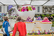 The Interflora Teapot. RHS Chelsea Flower Show, Chelsea Hospital, London UK, 18 May 2015.