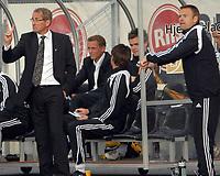 Fotball Tippeligaen 01.06.08 Rosenborg ( RBK ) - Viking, <br /> Erik Hamrén og Trond Henriksen med avansert tegnbruk,<br /> Foto: Carl-Erik Eriksson, Digitalsport