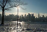 New York, Manhattan  Midtown cityscape, times square buildings, view from  New Jersey  /  l 'Hudson et  le skyline de Manhattan Midtown , la ligne des gratte ciel de time square, vue depuis New jersey