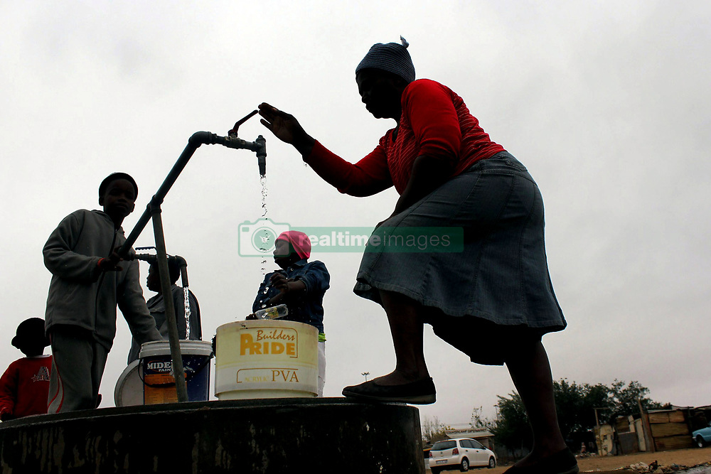 25.09.2018 (Ixopo)<br /> Residents of Ixopo near Zamani informal settlement fetch water in a communal tap, due to the lack of water supplies in the area.<br /> Picture: Motshwari Mofokeng/African News Agency (ANA)