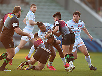 Teddy Thomas of Racing is tackled by WillEvans and Marcus Smith of Harlequins
