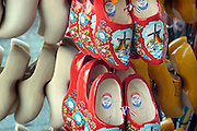 Nederland, Maastricht, 19-2-2005..Klompen, wooden shoes. Symbool voor Holland. Toerisme, beeld, imago, image, traditie, folklore, boeren, molens...Foto: Flip Franssen/Hollandse Hoogte