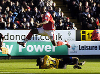 Photo: Olly Greenwood.<br />Charlton Athletic v Everton. The Barclays Premiership. 25/11/2006. Charlton's Darren Bent jumps over Everton's Tim Howard as he saves