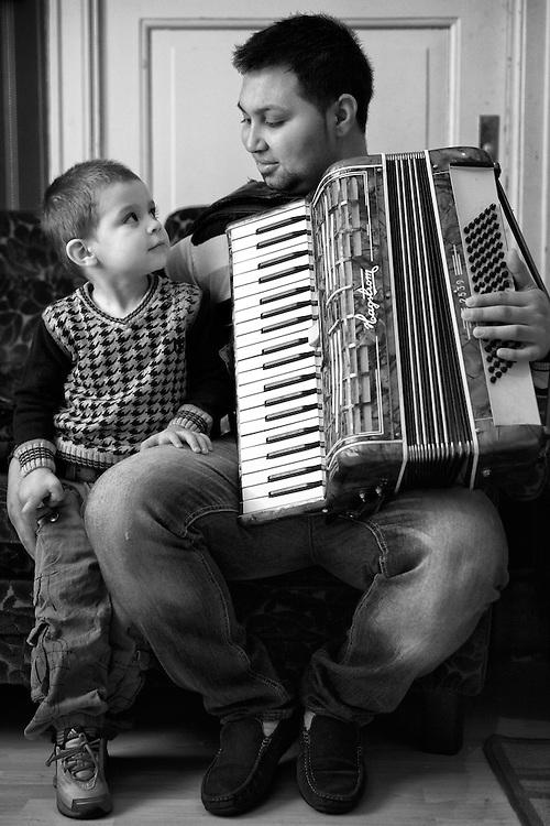 Sergiu Pruteanu, Romanian Ursari Roma living in Sweden with his family