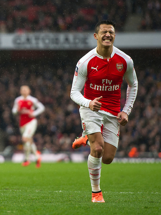 Arsenal's Alexis Sanchez dejected as a chance goes begging<br /> <br /> Photographer Ashley Western/CameraSport<br /> <br /> Football - The FA Cup Fifth Round - Arsenal v Hull City - Saturday 20th February 2016 - Emirates Stadium - London<br /> <br /> © CameraSport - 43 Linden Ave. Countesthorpe. Leicester. England. LE8 5PG - Tel: +44 (0) 116 277 4147 - admin@camerasport.com - www.camerasport.com