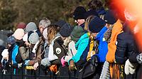 BLOEMENDAAL - mutsen, wanten, dikke jassen,  koud, winter, kou, langs de lijn , toeschouwers, bezoekers, kijken,   hoofdklasse competitie dames, Bloemendaal-Nijmegen (1-1) COPYRIGHT KOEN SUYK