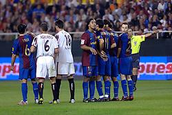 03-03-2007 VOETBAL: SEVILLA FC - BARCELONA: SEVILLA  <br /> Sevilla wint de topper met Barcelona met 2-1 / Ronaldinho de Assis Moreira in de muur. Uit deze vrije trap scoorde sevilla de 2-1<br /> ©2007-WWW.FOTOHOOGENDOORN.NL