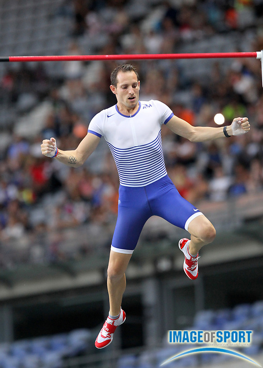 Renaud Lavillenie (FRA) wins the pole vault at 19-5 1/2 (5.93m) in the Meeting de Paris during a IAAF Diamond League track and field meet at Stade de France in Saint-Denis, France on Saturday, Aug. 28, 2016. Photo by Jiro Mochizuki