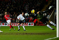 Fotball<br /> Premier League England 2004/2005<br /> Foto: BPI/Digitalsport<br /> NORWAY ONLY<br /> <br /> Charlton Athletic v Fulham <br /> FA Barclays Premiership<br /> 20/12/2004<br /> <br /> Danny Murphy of Charlton curles the ball around Edwin Van Der Sar but fails to beat his up-right