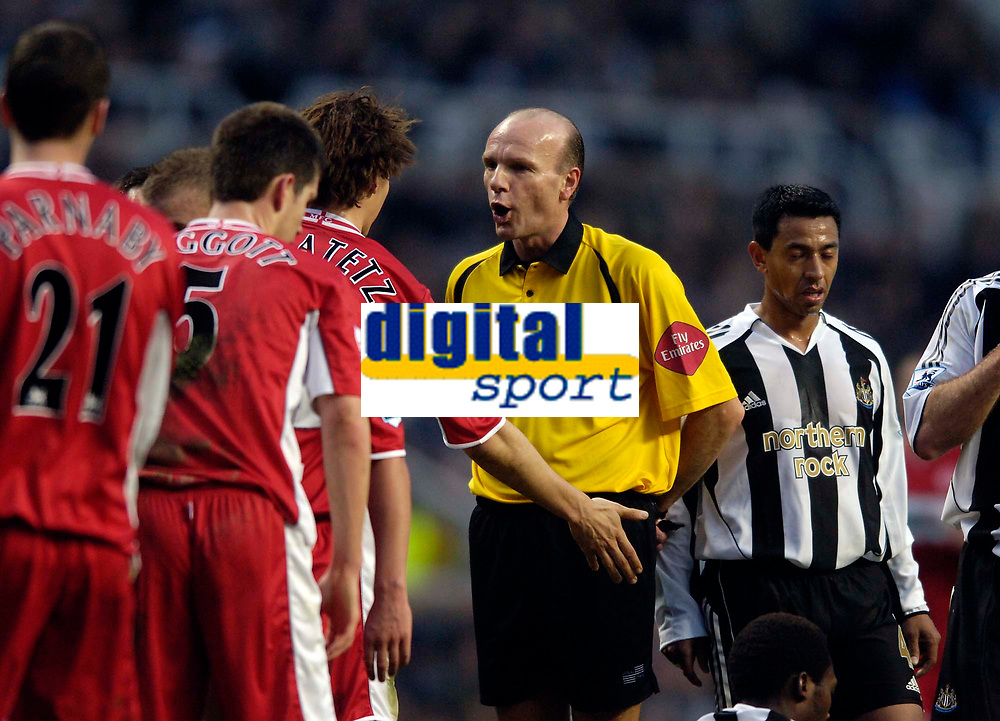 Photo: Jed Wee.<br />Newcastle United v Middlesbrough. The Barclays Premiership. 02/01/2006.<br />Referee Steve Bennett (C) turns down appeals by Middlesbrough players over the freekick from which Newcastle's Nolbert Solano (R) scored the opening goal.
