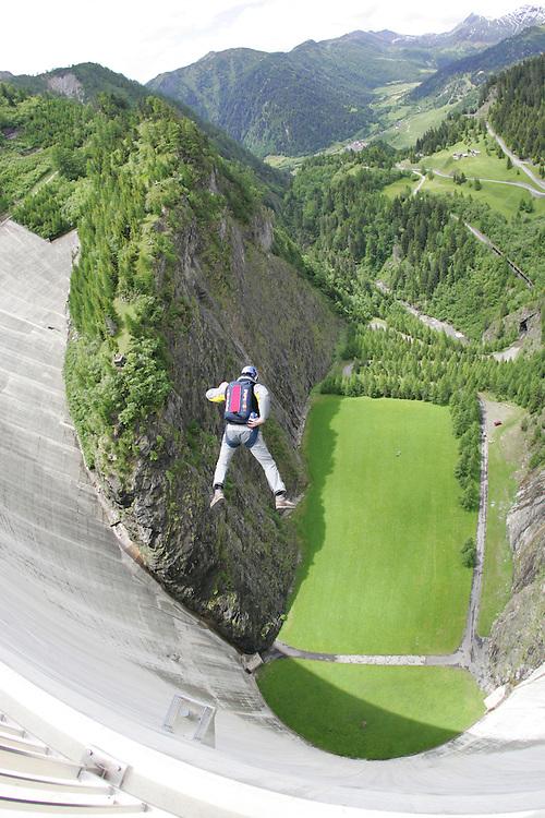 Rider: Base Jump; Ueli Gegenschatz.Location: Ticino (switzerland)