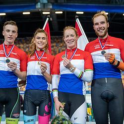 22-12-2019: Wielrennen: NK Baan Omnium: Apeldoorn<br />vlnr kampioen junioren Loe van Belle, junior vrouwen Danique Hengveld, vrouwen Kirsten Wild, mannen Jan Willem van Schip