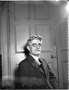 30/03/1955<br /> 03/30/1955<br /> 30 March 1955<br /> Seamus McConaill at Conradh na Gaeilge, 14 Parnell Square Dublin. Special for Feasta.