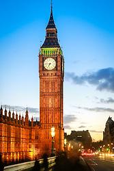 Big Ben iluminado ao entardecer na cidade de Westminster, em Londres, Inglaterra. FOTO: Jefferson Bernardes/ Agência Preview
