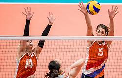 18-08-2016 BRA: Olympic Games day 13, Rio de Janeiro<br /> De Nederlandse volleybalsters hebben niet kunnen stunten met een plaats in de finale van het olympisch toernooi. China, dat in de groepsfase nog met 3-2 geklopt werd, won na een thriller van ruim twee uur: 3-1 (27-25, 23-25, 29-27, 25-23). / Laura Dijkema #14, Robin de Kruijf #5